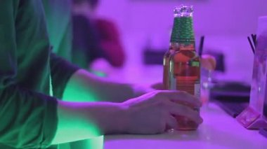 Person ordering bottled beer at the bar — Stock Video