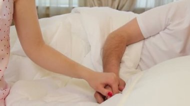 Couple holding hands in bed — Stock Video
