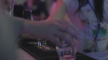 Barman at night club — Stock Video