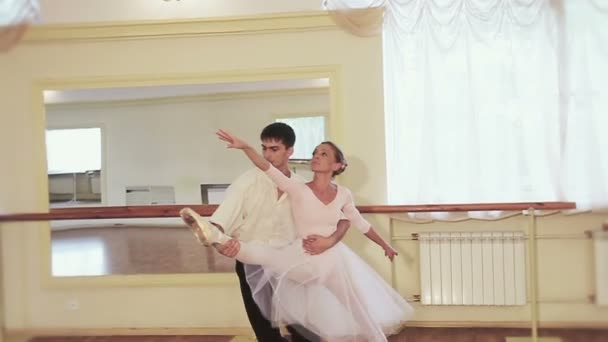 Pareja bailando ballet — Vídeo de stock