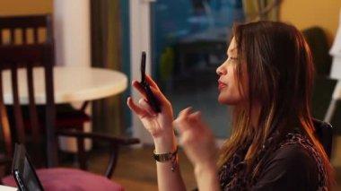 Woman checks lips — Stock Video