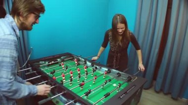 Couple playing table football — Stock Video