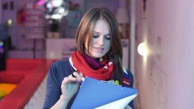 Businesswoman siging documents — Stock Video