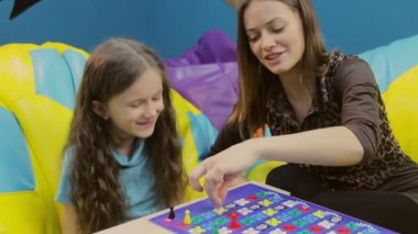 Girls playing board game — Stock Video