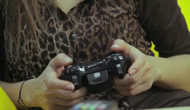 Female playing video game — Stock Video
