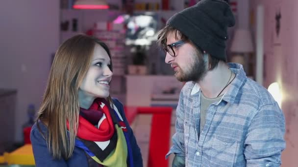Man and woman flirting in cafe — Vidéo