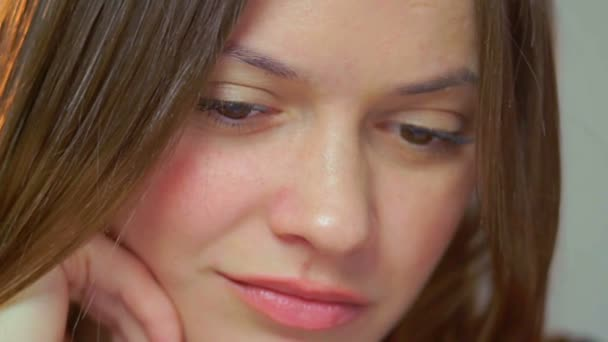 Triste belle jeune femme — Vidéo