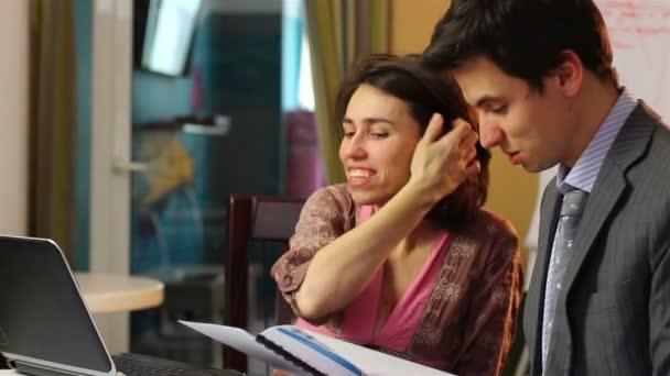 Businessman flirting with woman — Vidéo