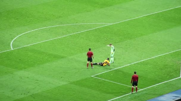 Injured player on football field pitch — Vidéo