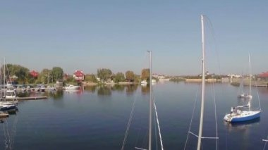 Sailboats in the small harbor — Stock Video