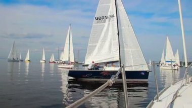 KIEV, UKRAINE - CIRCA SEPTEMBER 2014: Many racing yachts gathered in open sea, competition, sport — Stockvideo