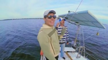 Father and son on sailing yacht — Stock Video