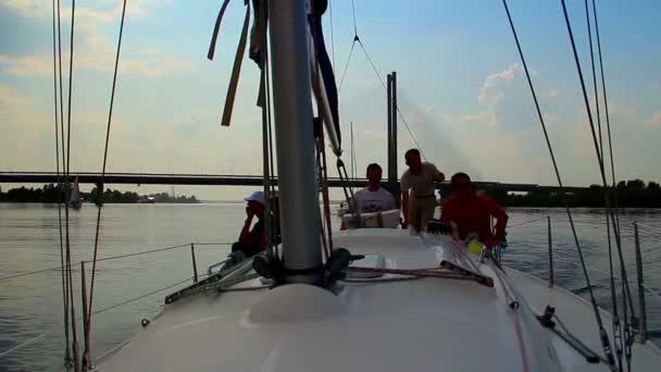 Yacht cruising on river — Vídeo de stock