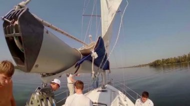 Team on deck of sailboat — Stock Video