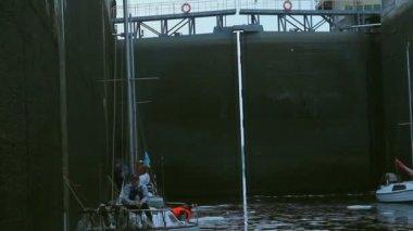 Sailboat waiting to pass through lock — Stock Video