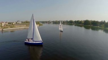 Sailing yachts on wide river — Stock Video
