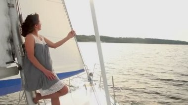 Female on fast-moving yacht — Stock Video