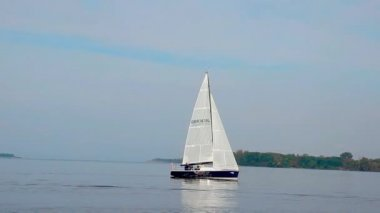 Fast-moving sailboat in sea — Stockvideo