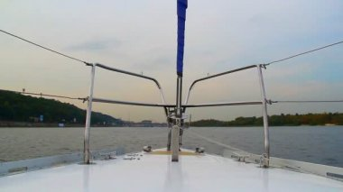 Sailing yacht on wide river — Stock Video