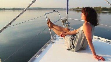 Girl enjoying vacation on yacht — Stock Video