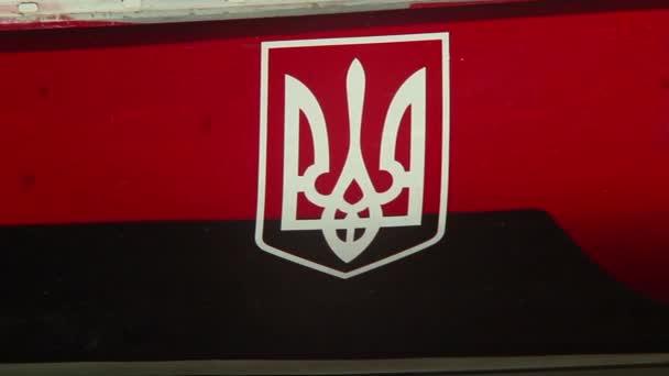 Ukrainian coat of arms on board of ship — Vidéo