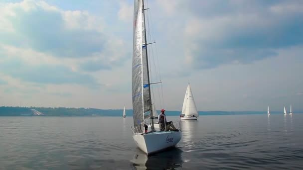 Yachts gather for amateur regatta — Vídeo de stock