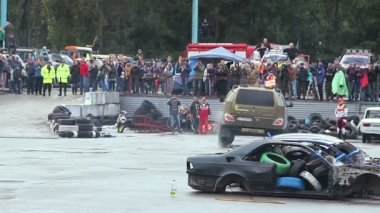 Monster truck drifting at arena — Stock Video