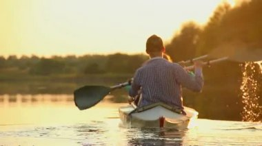 Tourists paddling kayak — Stock video