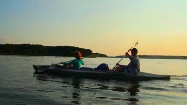 Man and woman paddling boat — Stock Video