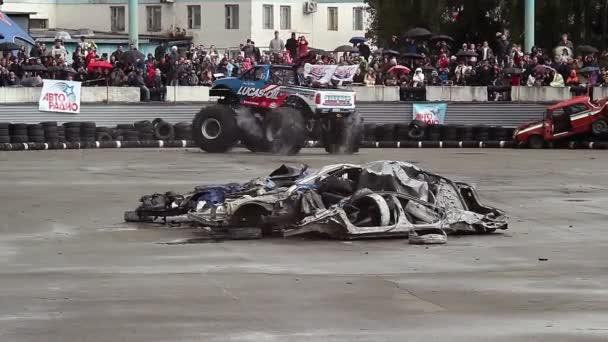 Bigfoot monster truck — Vidéo