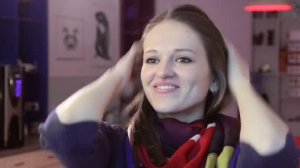 Smiling woman adjusting hair — Vidéo
