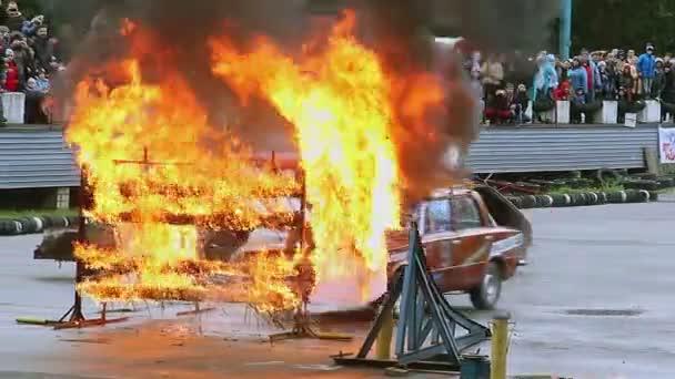 Moving car with stuntman — Vídeo de stock