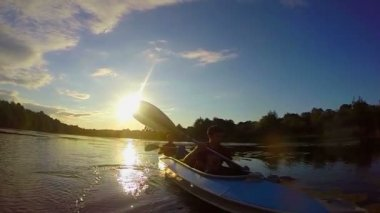 Kayaking at sunset. Tourists paddling boat, super slow motion — ストックビデオ