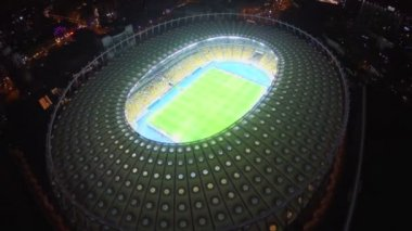 KIEV, UKRAINE - NOVEMBER 18, 2014 - Teams playing football on Olympiyskiy stadium. Illuminated football stadium, field and seating, view from above — Stockvideo