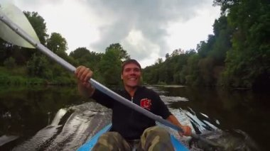 Athlete actively paddling boat — Stock Video