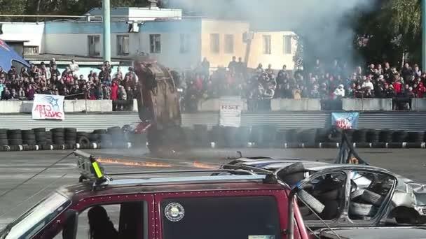 Stunt car flips over — Vídeo de stock