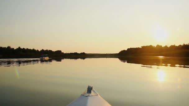 Tourists paddling kayak — Vidéo