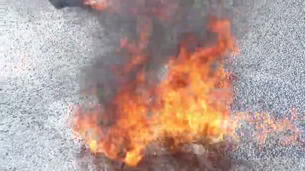 Gasoline puddle on fire — Vidéo
