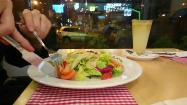Man eating fresh vegetable salad at restaurant, healthy food — Stock Video