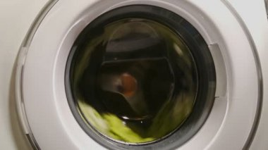 Wringing process in washing machine, power blackout, breakage — Stock Video