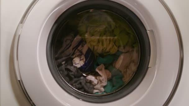 Lavadora de ropa, electrodomésticos, lavandería — Vídeo de stock
