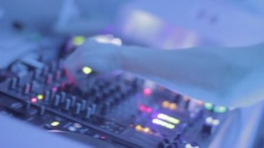 DJ playing track for nightclub public, people enjoying sound — Stock Video