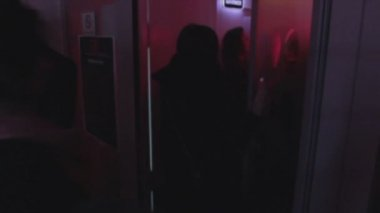Young people entering, leaving night club, open, close door — Stock Video