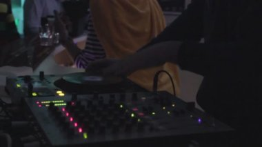 DJ working at nightclub, scratching platter, playing records — Stockvideo