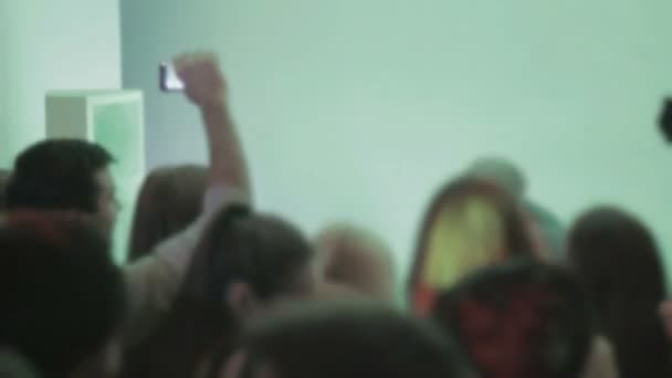 Night club atmosphere, people clubbing, dancing, dj performance — Vidéo