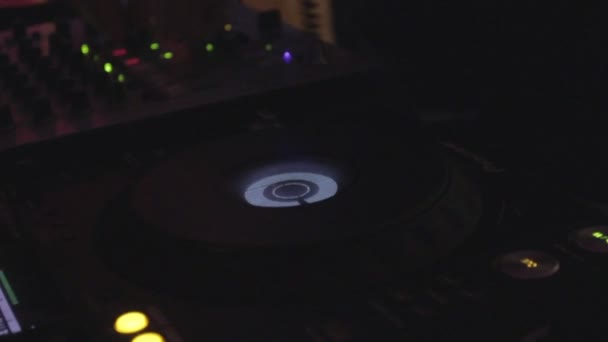 Platter with records turning, disc jockey working at nightclub — Vidéo
