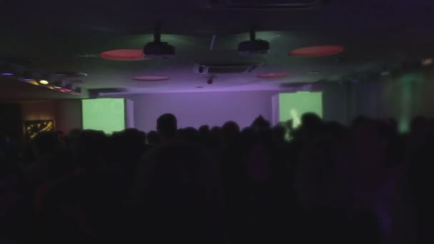 Excited crowd partying at club, light effects on background — Vidéo