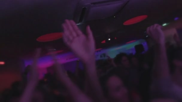 Crowd at nightclub, dancing, enjoying music, waving hands — Vidéo