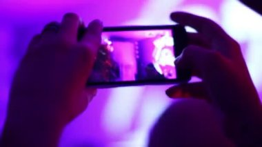 People clubbing, filming DJ performance, touch phone in hands — Stock Video