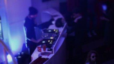 Nightclub atmosphere, disc jockey working, people dancing wildly — Stock Video